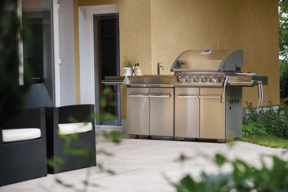 le3_lifestyle_kitchen01_napoleon_grills