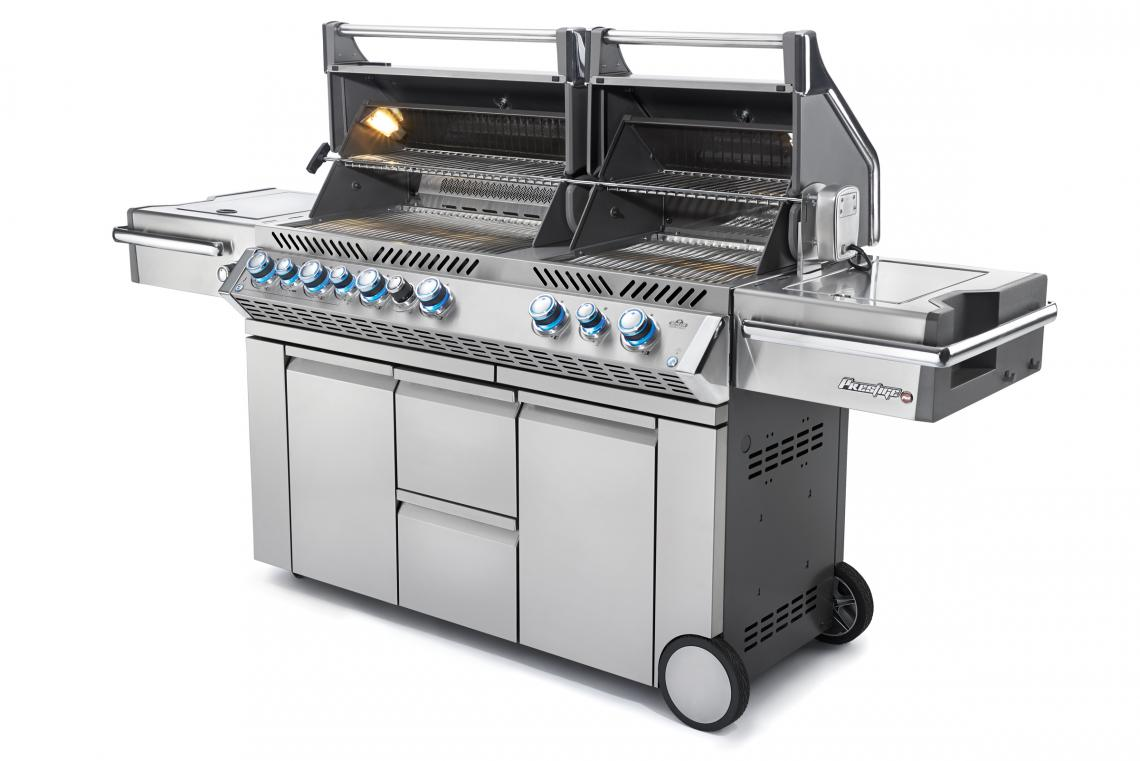 pro825-angle-open-lights-napoleon-grills