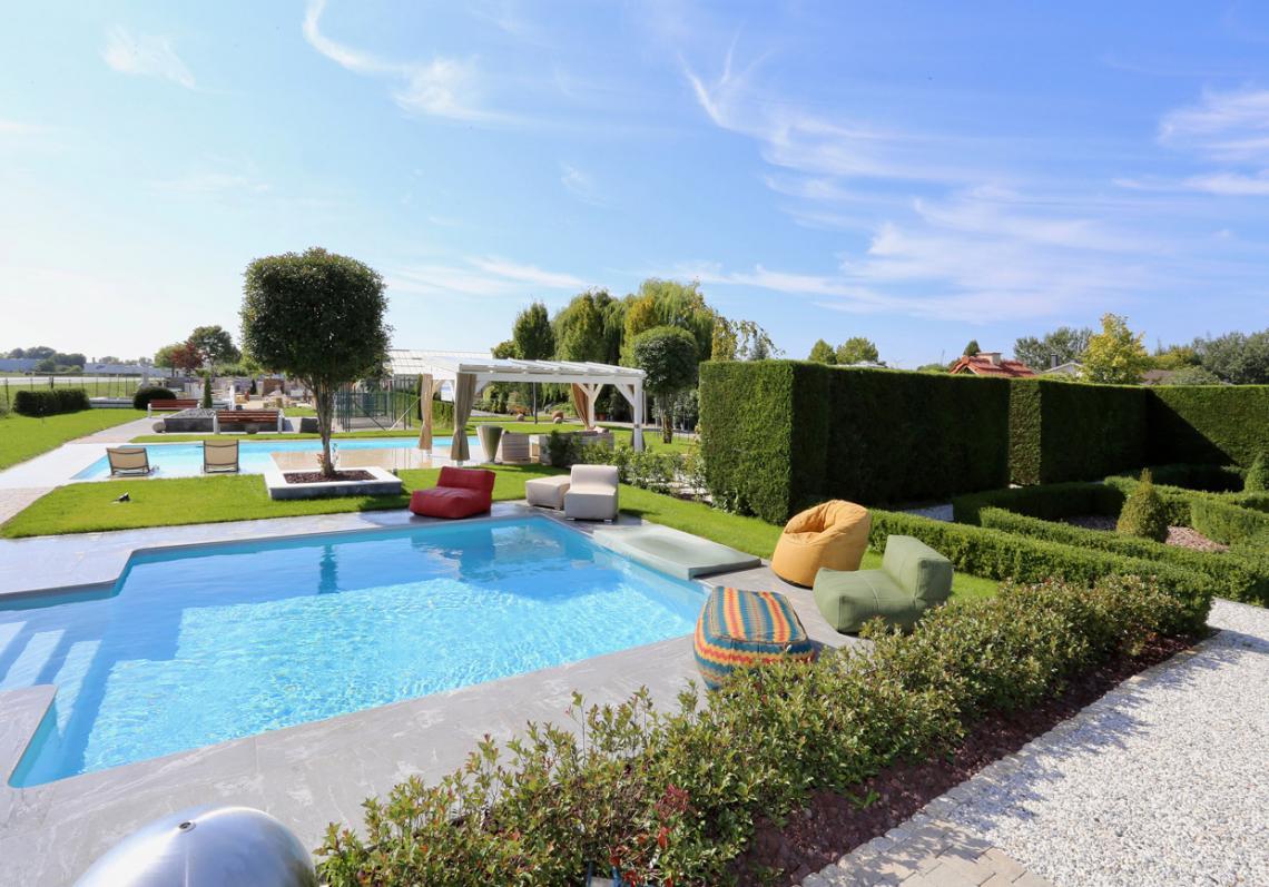Desjoyaux Pool Area